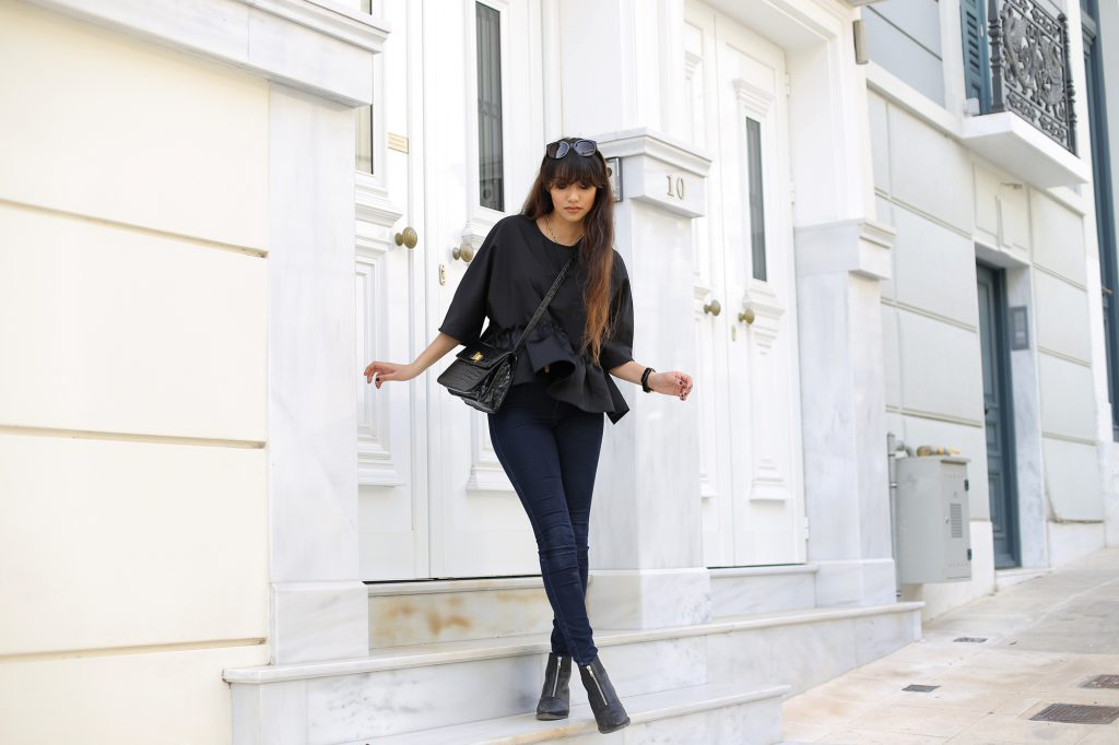 8-anoushka-probyn-uk-london-fashion-blogger-black-ruffle-top-jeans-athens